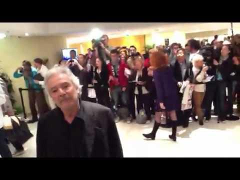 El cineasta Alain Resnais y su elenco de 'Vous n'avez encore rien vu'