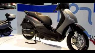 7. 2014 Piaggio BV 350ie Scooter Walkaround