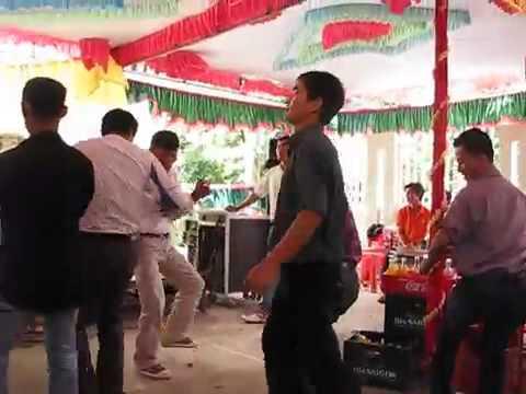 U50 nhảy nhót tưng bừng trong đám cưới - hài hước 2014