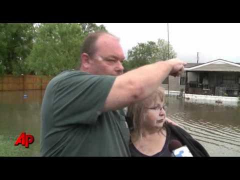 Memphis Prepares for Flood After Levee Breaks