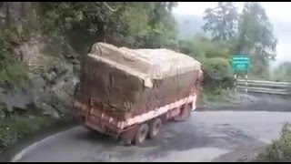 Video The Foolish Lorry Driver  Live Accident in Sabarimalai Kumuli Road at India MP3, 3GP, MP4, WEBM, AVI, FLV November 2017