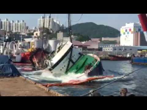Обрыв троса и падение судна в порту Пусан