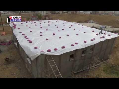 Yüksekovalı Taner Şahin Poşetlere Doldurduğu Kumlarla Kışa Karşı Önlem Alıyor