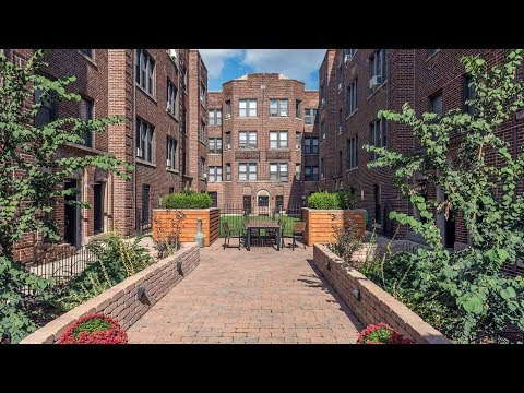 A sunny Lakeview East 2-bedroom in a pet-friendly vintage courtyard