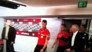 Rudi Völler schimpft mit Schiedsrichter