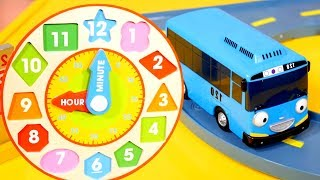 Learn telling the time with Tayo the little bus 🚌 on #TToyZZ channel! Watch learning videos and play telling the time games with Tayo toy bus. At 9 o'clock 🕘 Tayo bus wakes up and goes to work. It's 12 o'clock 🕛 and it's a lunch time for toy bus! At 3 o'clock 🕒 is the time for doing a homework. Watch baby learning videos, learn English and play educational games!Find us in VK https://vk.com/kidsfirsttvFacebook https://www.facebook.com/KidsFirstTVand https://www.facebook.com/KapukiKanukiWelcome to the #ttoyzz channel! Play with #toysforboys and #toysforgirls. Watch #toyschannel with differents toys: #tayolittlebus toys, #legotoys and other toys for boys and girls.Subscribe here https://www.youtube.com/c/TToyzz and play with toys!Tayo the little bus English cartoon for kids and find Tayo English stories here https://www.youtube.com/watch?v=AecrvXLwZJc&list=PLcydIP1OHtnyY9-qObw5Y-i64bkOlovli