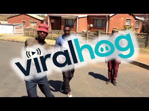 incredibile ciò che combinano per strada questi tre ragazzi sudafricani
