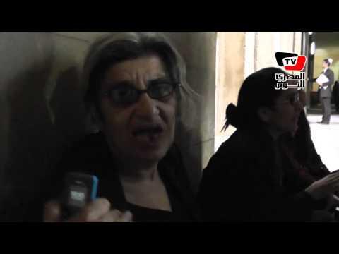 مشادة بين ليلى سويف ومحامين خلال اعتصامها ومنى سيف بدار القضاء