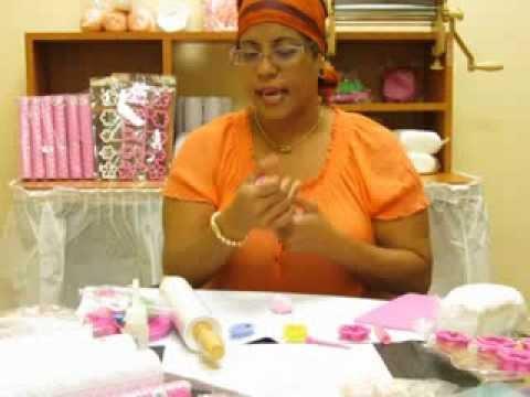 porcelanicron - La maestra Lillian Pizarro de las tiendas Capri nos muestra en este tutorial los diferentes moldes, tabletas de texturas y como cambiar de color el porcelani...