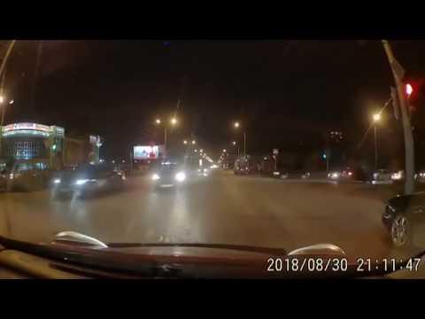 Стоишь на светофоре в ождидании зеленого... И оппаньки!