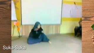 Cewek berhijab asal malaysia ini main karate jurus mabuk seprti jacki chan.