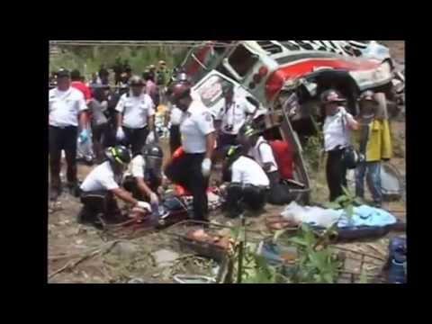 ACCIDENTE DE AUTOBUS EN  CHIMALTENANGO, GUATEMALA -  REPORTAJES ESPECIALES PARTE 1