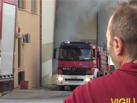 Canicatti. Incendiato il deposito della ditta Di Natali Group. Duro lavoro per i Vigili del fuoco