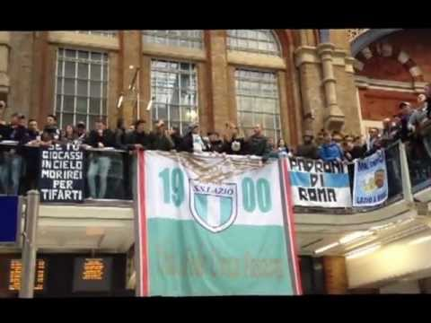 Liverpool St - Lazio fans having a party in Liverpool street!