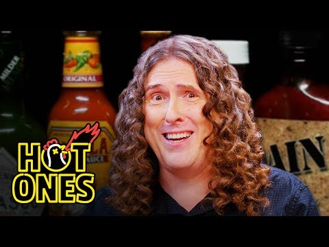 """""""Weird Al"""" Yankovic Goes Beyond Insanity While Eating Spicy Wings 