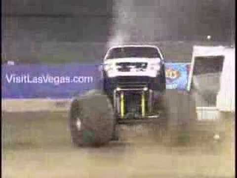 Monster Jam - Safe Auto Minimizer Freestyle In San Francisco