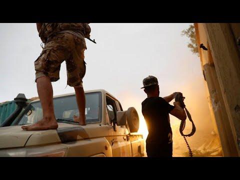 Libyen: Rebellen-Chef Chalifa Haftar lehnt eine Waffe ...