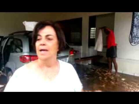 Chuva invade casas e comercio em Alto Araguaia