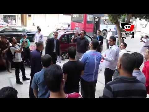 حملة الماجستير والدكتوراة يتظاهرون أمام «التعليم العالى»: نفذ وعدك يا محلب