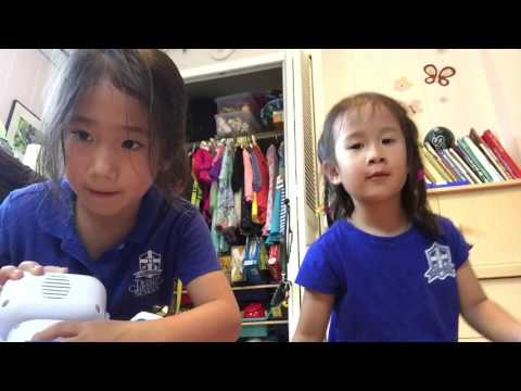 Olivia and Chloe Toy & Book Videos: Toy Robots and Stuffed Animals (видео)