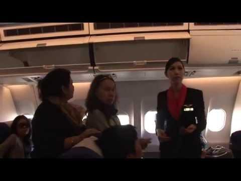 Des Ladyboys Hôtesses de l'air - pub ou progrès - par AFP