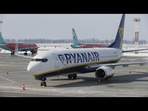 Wegen Druckabfall: Ryanair-Flieger muss in Frankfu ...