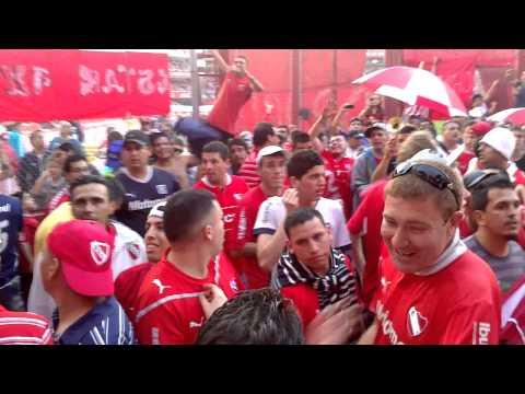 La banda del Rojo ya llego // Previa - La Barra del Rojo - Independiente