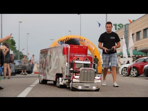Peterbilt 359 RC 1:4 and Real Truck Show (Piston Show 2012-2).mp4