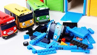 Video Tayo the Little Bus Friends Toys - Rogi Lani and Gani Build & Play with Tayo block Building! MP3, 3GP, MP4, WEBM, AVI, FLV Agustus 2018
