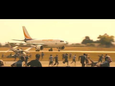 World War Z (2013) - Zombies Headed towards Airport