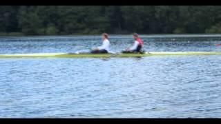 Alexander Egler und Hannes Ocik versuchen es zusammen in einem Boot.