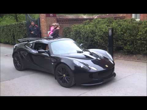Sexy Girl revving Lotus Exige + Acceleration