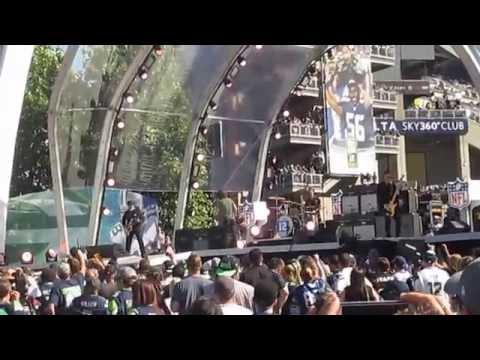 Soundgarden fueron parte del concierto para celebrar el inicio de la temporada de la NFL e...