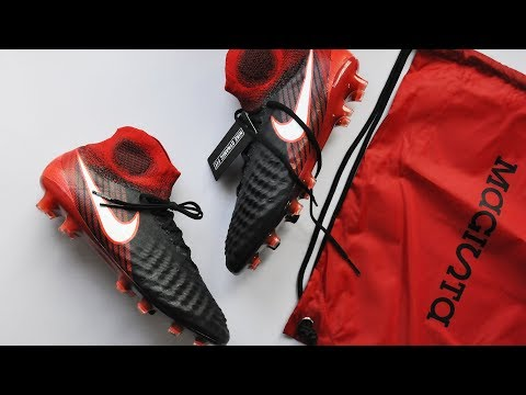 UNBOXING Nike Magista Obra II #PlayFire | W/ Futbol Emotion