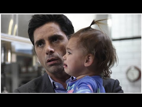 John Stamos presenta a su hijo Billy tras convertirse en 'padre no forzoso':