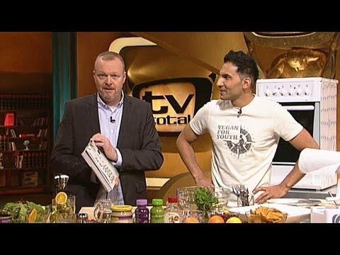 kochen - Jetzt Abonnieren: http://bit.ly/1aYTIZV Bohnenburger mit Kürbispommes gibt´s frisch zubereitet von Metzgerjunge Raab und Attila Hildmann. Bereits zum dritten...