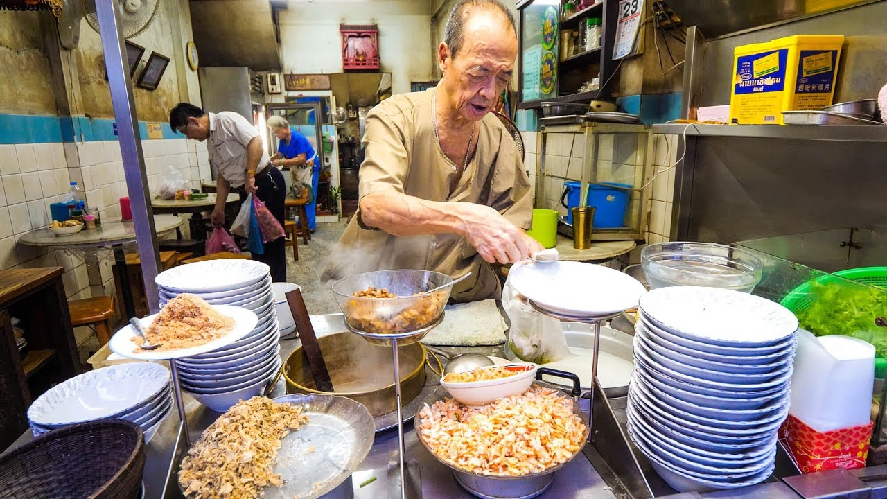 Ancient Thai Street Food – 90-Year Old Restaurant FISH RICE SOUP in Bangkok, Thailand!