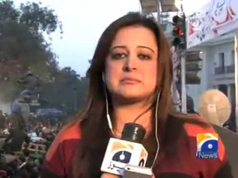 Lahore - Sana Mirza Attacked By PTI Supporters In Jalsa