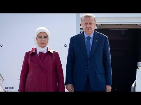 Proteste gegen Erdogan-Besuch bei Landung am Flughafe ...