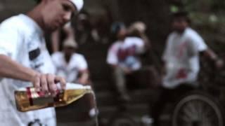 """Otro video de El Chobbi en este caso es el tema llamado """"Historias Verdaderas"""" de el cd 'Niuyol State of Mind"""".  Este tema esta dedicado a 2 amigos de El Chobbi q fallecieron en las calles de Nueva York. Mas detalles en www.elchobbi.com"""