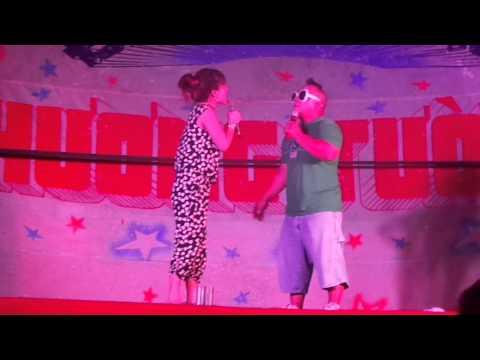 Hiếu Hiền cùng vợ con quậy trên sân khấu