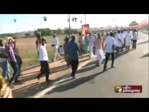 Prachara-Medai-ADMK-worker-dancing-in-Kancheepuram-meeting
