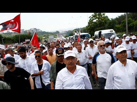 Η μεγάλη πορεία της αντιπολίτευσης
