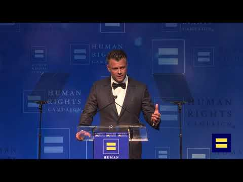"Josh Duhamel Presents a Clip from ""Love, Simon"" at HRC Los Angeles Dinner"
