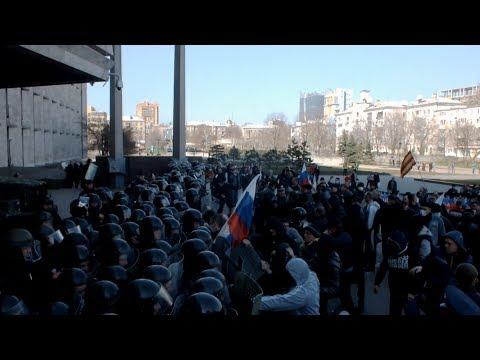 Штурм обладминистрации в Донецке. 06.04.2014 / Storming of the regional administration in Donetsk (видео)