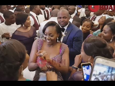 Oba Elegushi's Brother &His Wife Dance To Science Student By Olamide, Shaku Shaku Dance
