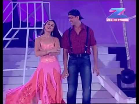 Hrithik Roshan and Preity Zinta  Performing a dance at the Zee Cine awards function