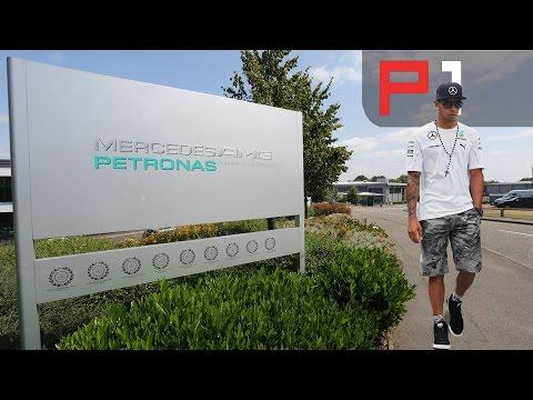 Mercedes amg petronas f1 team снимок
