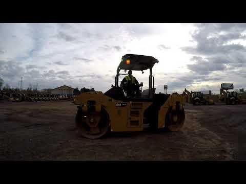 CATERPILLAR TANDEMVIBRATIONSWALZE, ASPHALT CB54B equipment video XiUDd_vZmDM