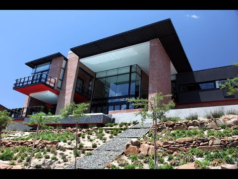 Top Billing features the Bloemfontein home of architect Anton Roodt